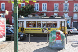 Clarice-Postcard-from-Lisbon-02-18-x713031vpp.jpg