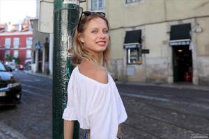 Clarice-Postcard-from-Lisbon-02-18-471302lsba.jpg